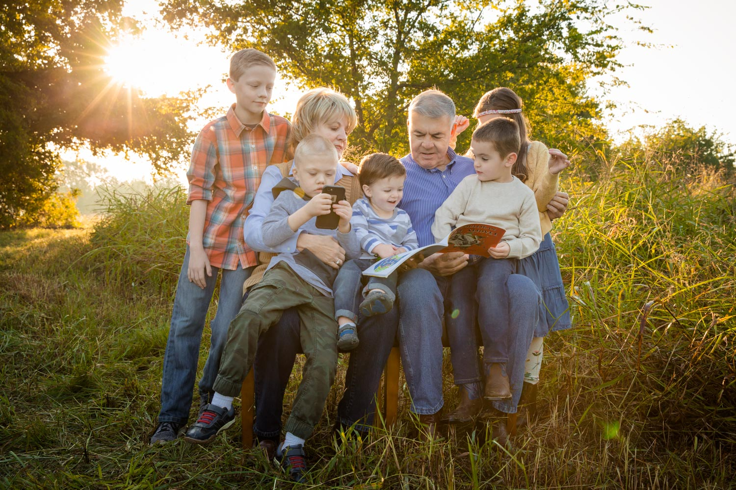 Large Group Photo Session grandparents reading to kids on chairs by Shelly Niehaus Photography Prosper, TX.-2