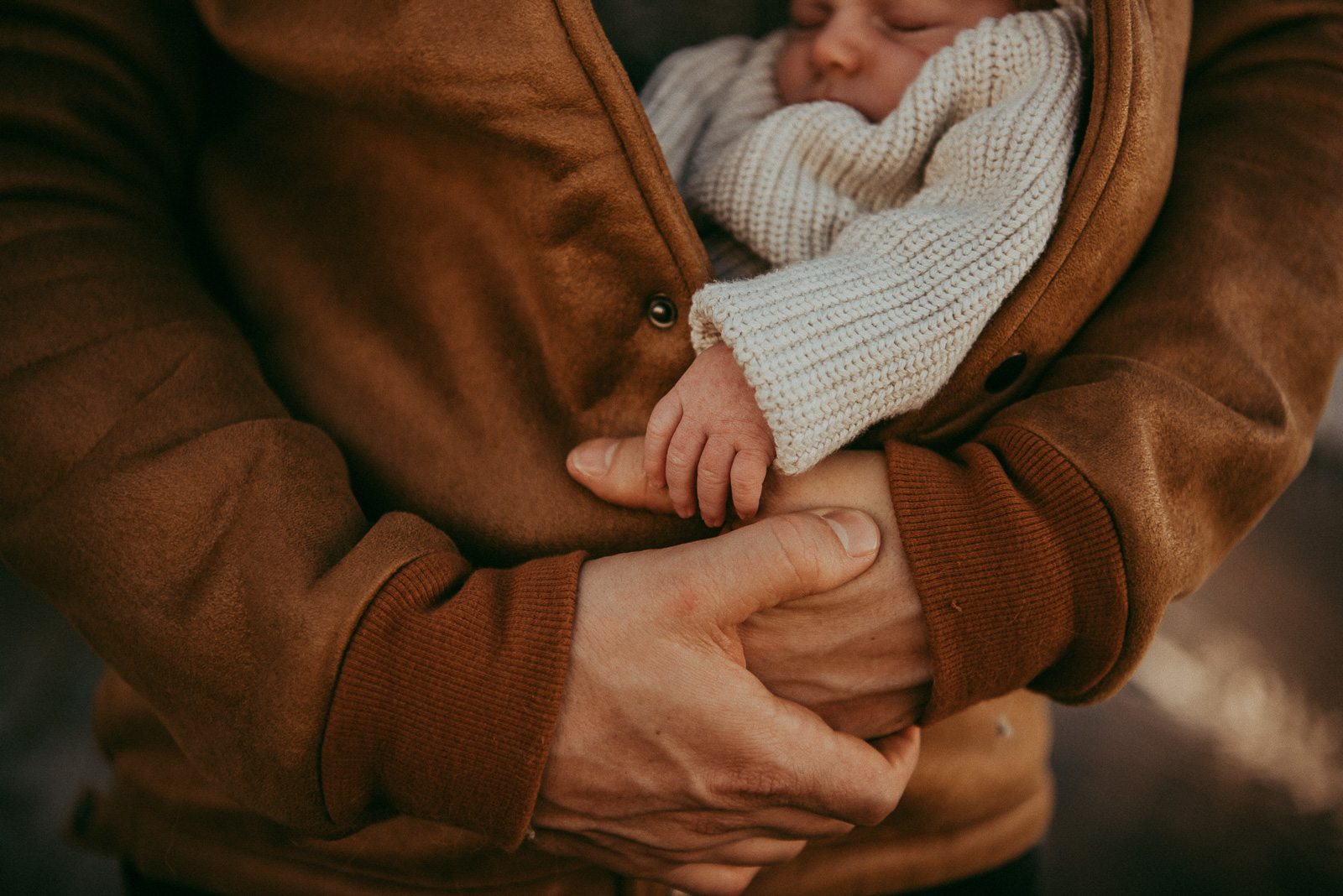 how-to-speed-up-workflow baby in man's jacket snuggle-by-olga Levien-8